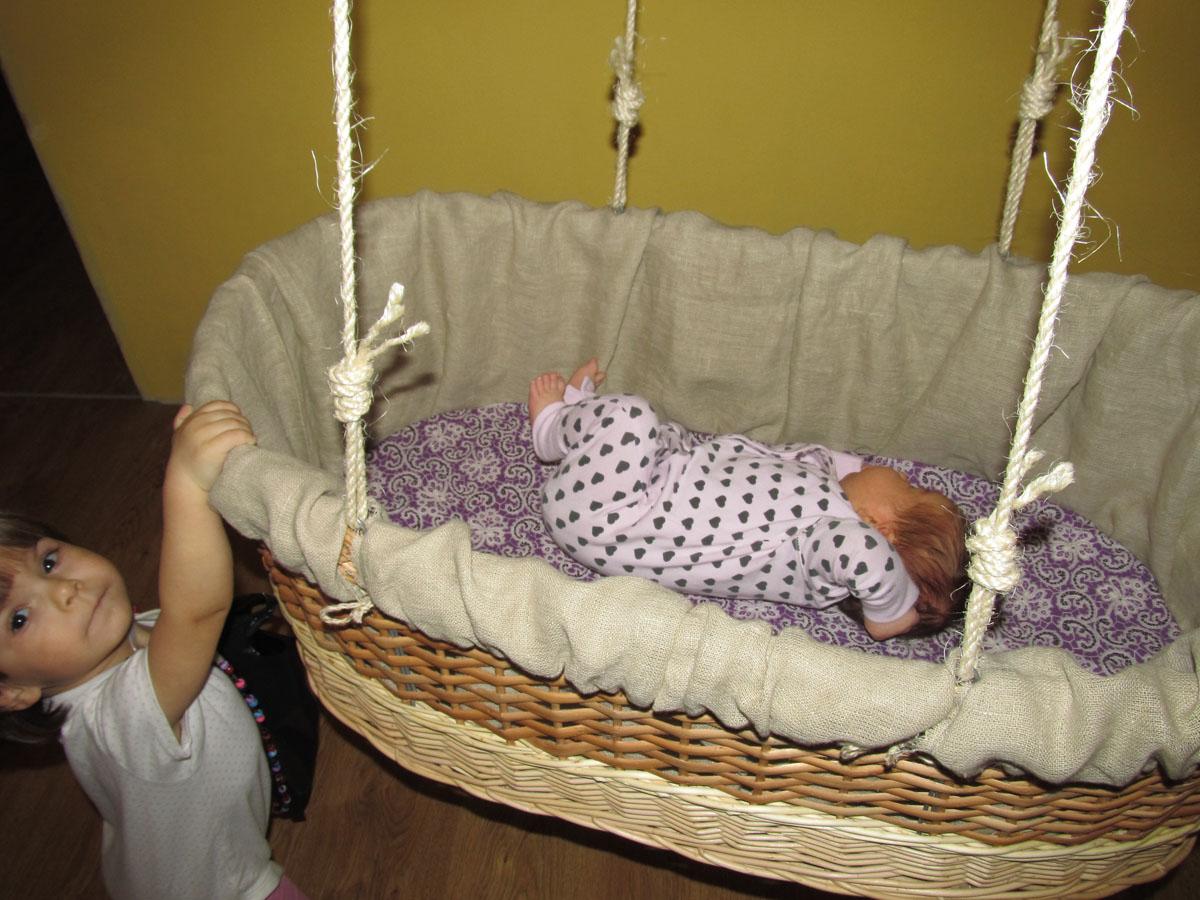 Фото люльки с ребенком