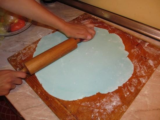 как накрыть торт мастикой